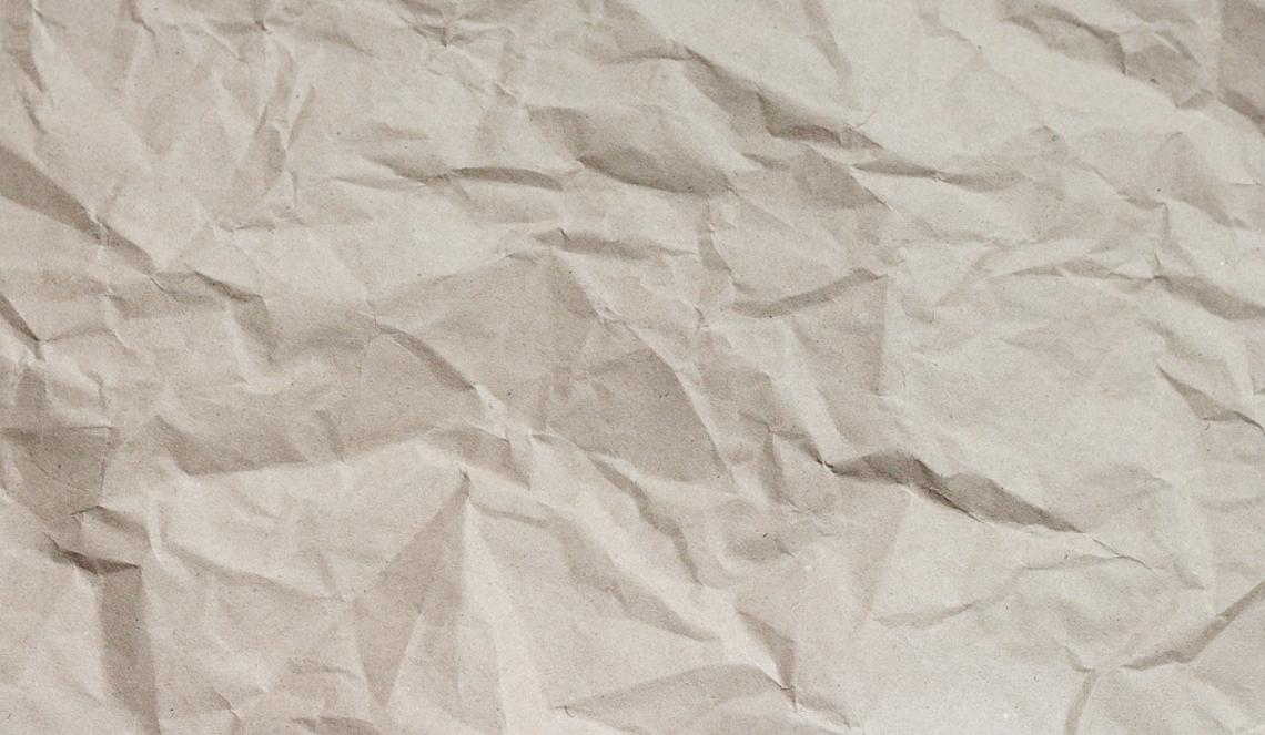 hnědý papír