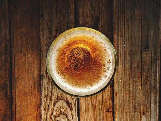 spadlá pěna piva