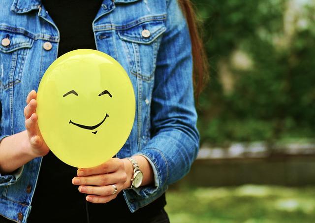 žlutý balonek